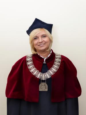 dziekan wydziału nauk społecznych dr Beata Wenerska