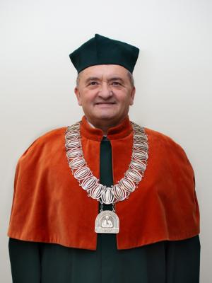 dziekan wydziału nauk o zdrowiu dr hab. n. med. Jacek Piątek
