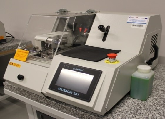 miracut 201 - Urządzenie do przygotowania zgładów metalograficznych firmy METKON, Turcja