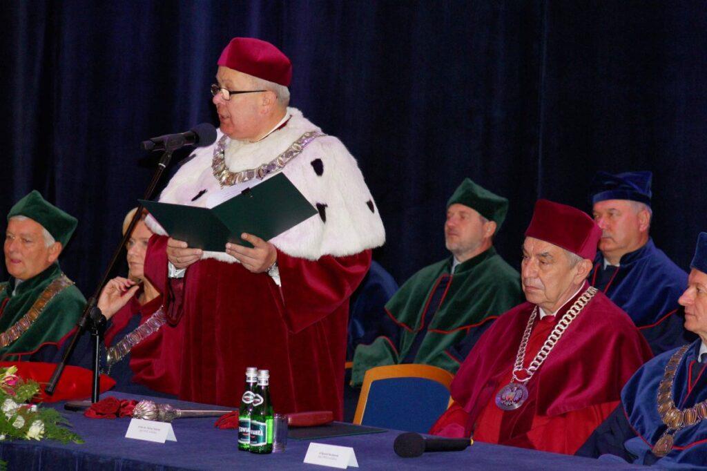 Rektor podczas inauguracji roku akademickiego 2019/2020