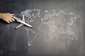 grafika samolotu na tle mapy świata