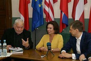 posłanka Małgorzata Kidawa–Błońska w towarzystwie władz uczelni
