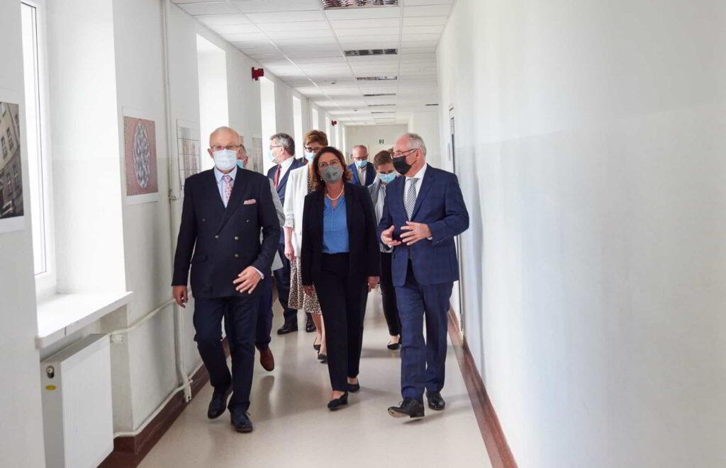 Prawnuczka patrona Akademii Kaliskiej odwiedziła uczelnię-8