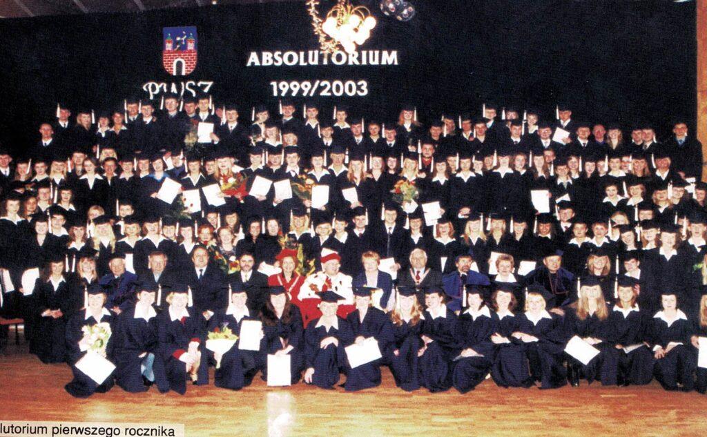 pierwsi absolwenci uczelni