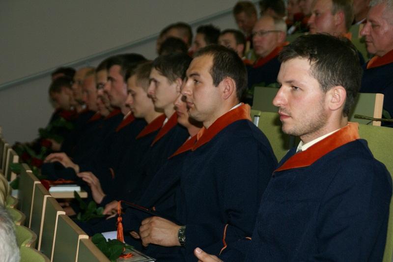 stowarzyszenie absolwentów - zdjęcie studentów na sali