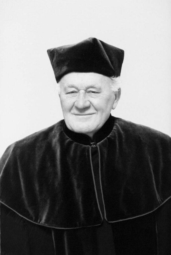 zdjęcie czarno-białe zmarłego profesora Tedeusza Pisarskiego