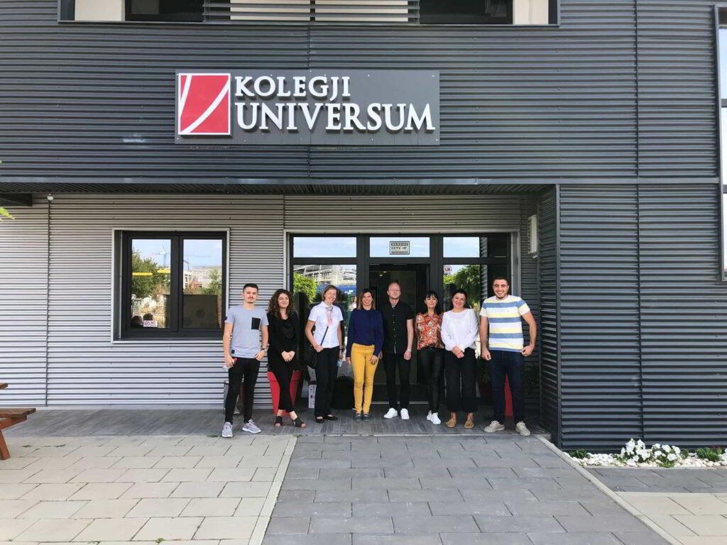 Pracownicy Akademii Kaliskiej w Colegji Universum w Prisztinie-1