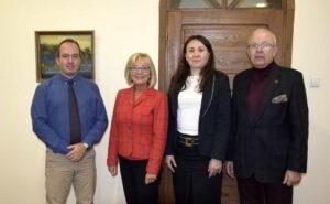 Profesorowie z Kazachstanu i Grecji w towarzystwie władz uczelni